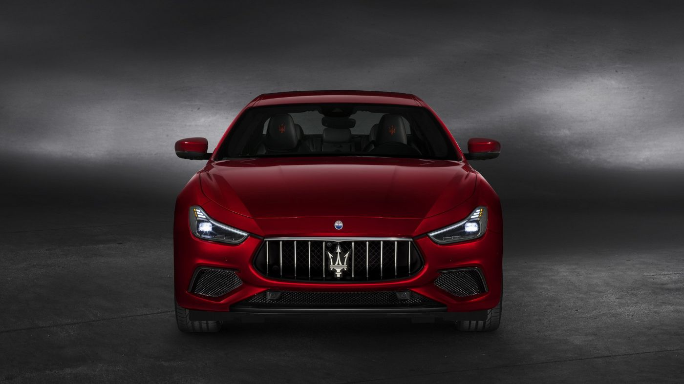 Maserati Ghibli GranSport - the Saloon front view in Rosso color