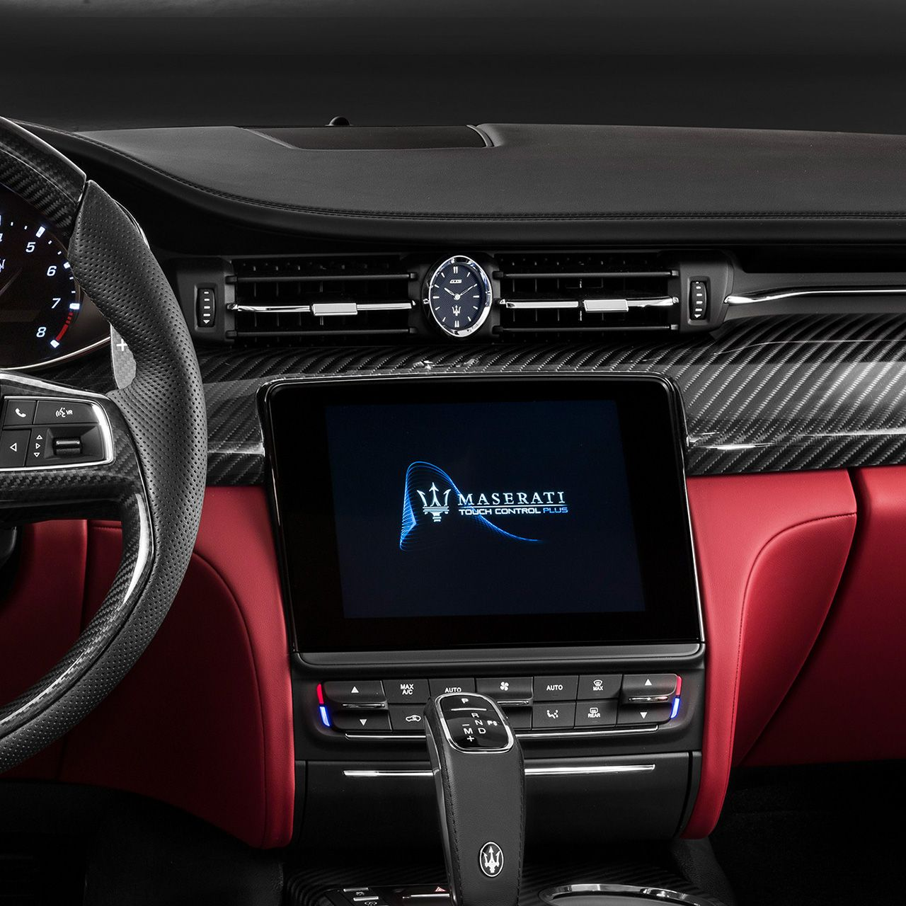 Maserati Quattroporte GTS - infotainment system, touchscreen display and dashboard