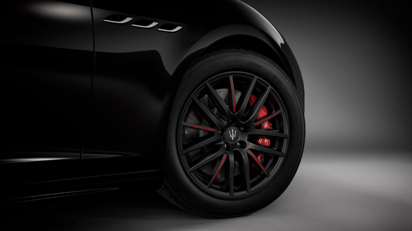 Ghibli Ribelle wheel's detail: red brake calliper and black alloy rim