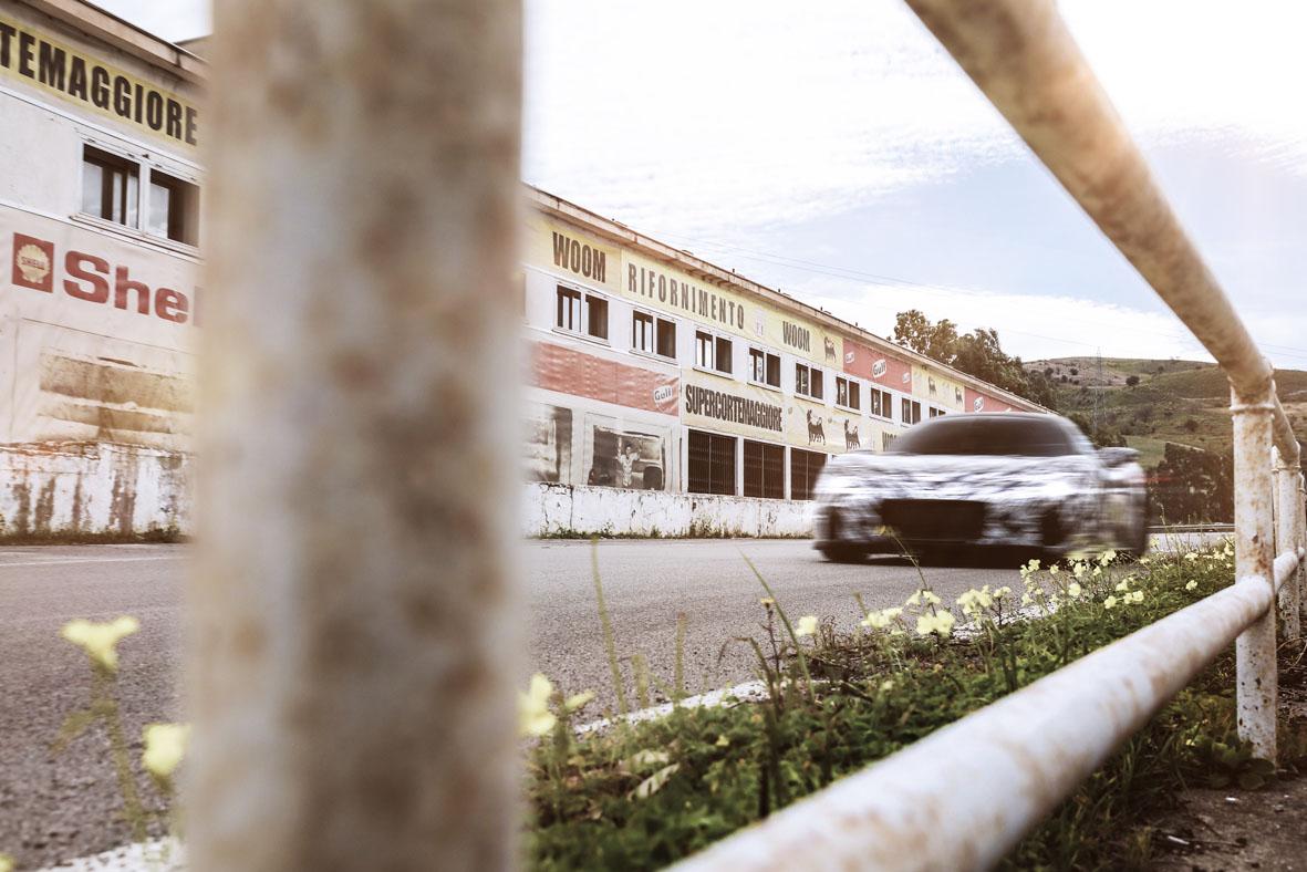 Maserati MC20 in corsa sul circuito Targa Florio