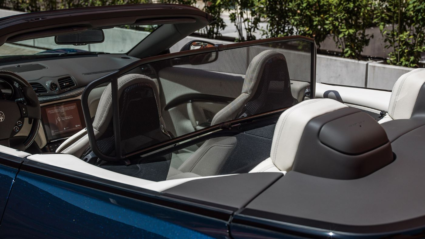 GranCabrio Accessories - Windstop for rear passengers