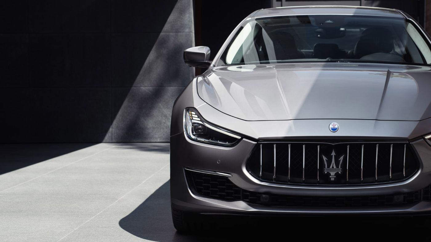 Maserati Ghibli - front view - grey wall on the background