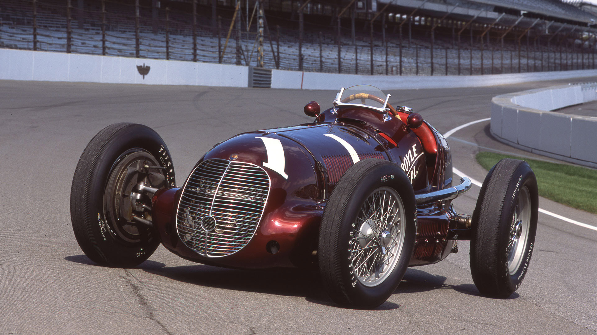 Maserati 8CTF winning at the Indianapolis 500 in 1939